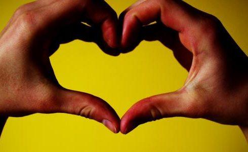 الحب في كلمات والغرام في سطور