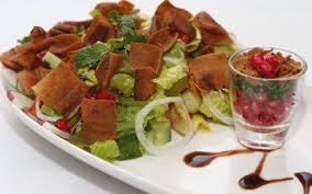 من أشهر الأطباق الإماراتية فتوش