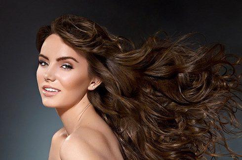 ١١ طريقة تجعل شعرك يبدو أكثر كثافة وسحرا
