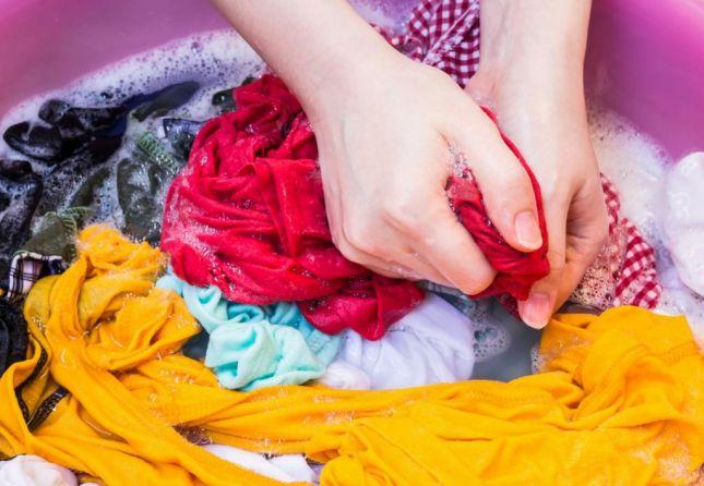 غسيل الملابس يدويا بطرق جديدة