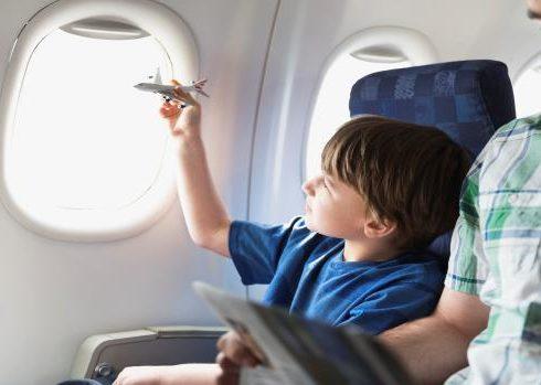 أهم نصائح السفر جوا مع الأطفال بالطائرة