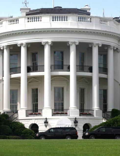 من هو أول رئيس أمريكي يعيش في البيت الأبيض