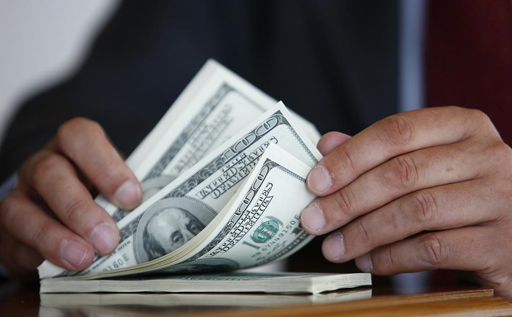 اسعار الدولار اليوم 4/1/2017 في البنوك والسوق السوداء