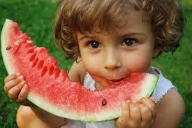 فوائد أكل البطيخ الأحمر علي الريق