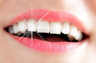 طرق سريعة لتبييض الأسنان