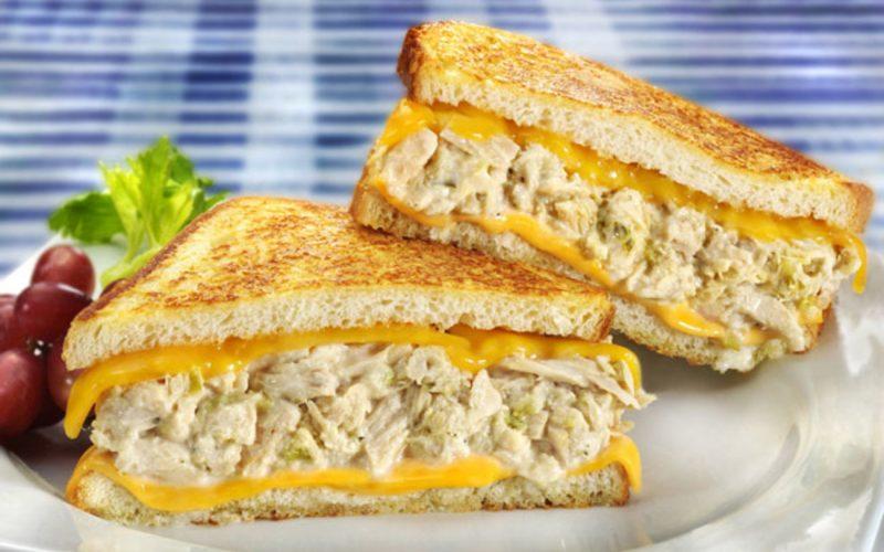 ساندوتش تونه بالجبن